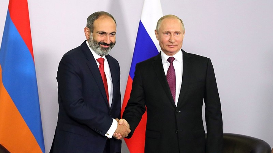 800px-Vladimir_Putin_and_Nikol_Pashinyan_(2018-05-14)_02