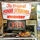Yonah_Shimmel's_Knish_Bakery_Front_Window (1)
